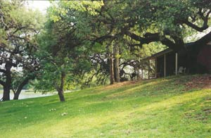 River Oaks Lodge in Kingsland, Texas